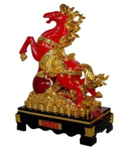 ngựa phong thủy màu đỏ phát tài 2
