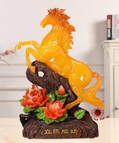 ngựa phong thủy màu vàng topaz 3