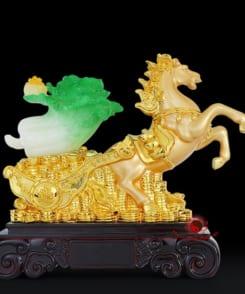 ngựa vàng kéo bắp cải phong thủy 1