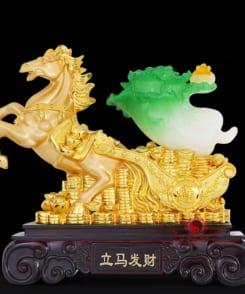 ngựa vàng kéo bắp cải phong thủy 2