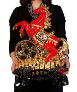 tượng ngựa phong thủy màu đỏ 1