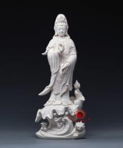 tượng quan âm đứng tòa sen trắng 3