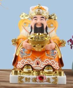 tượng ông thần phát dâng tiền màu vàng 5