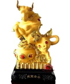 tượng trâu phong thủy màu vàng 2