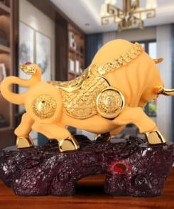 tượng trâu vàng phong thủy chiêu tài 3